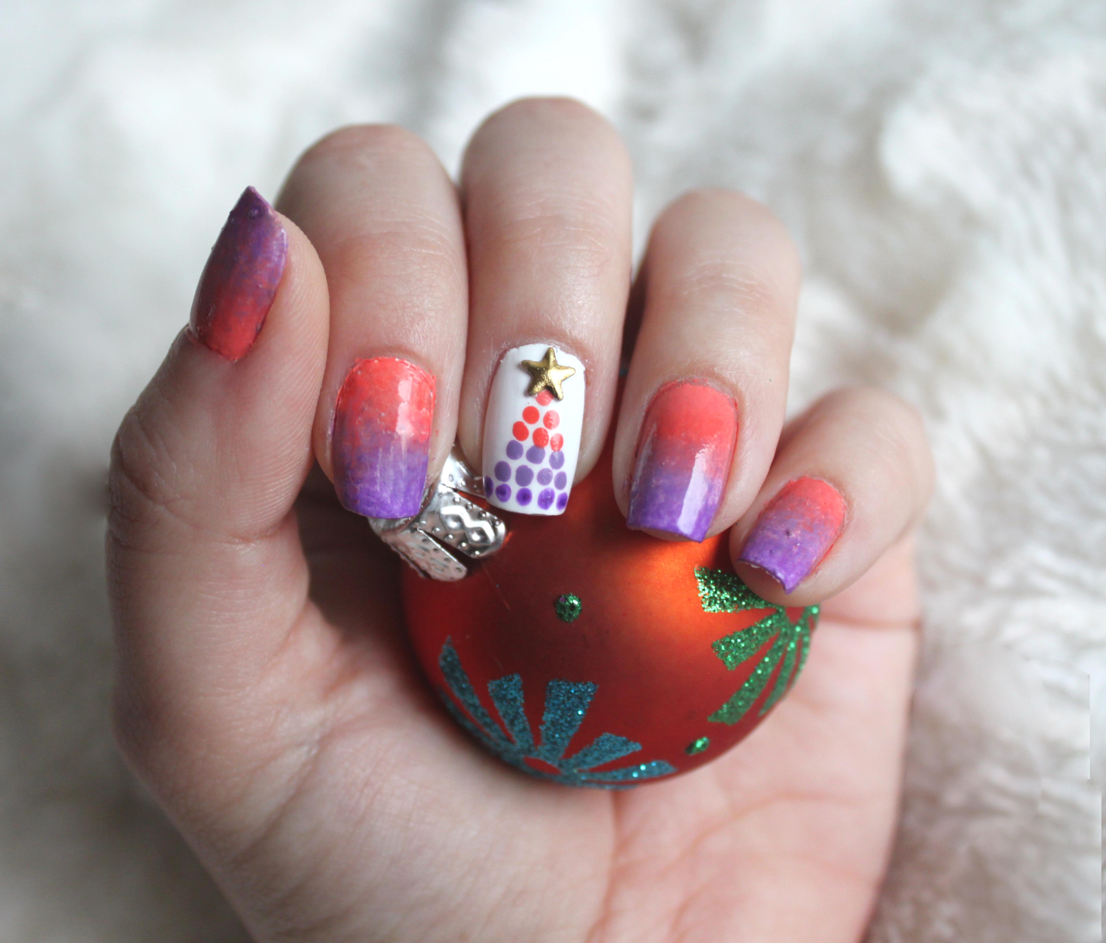 Dotted Christmas Tree Nail Art