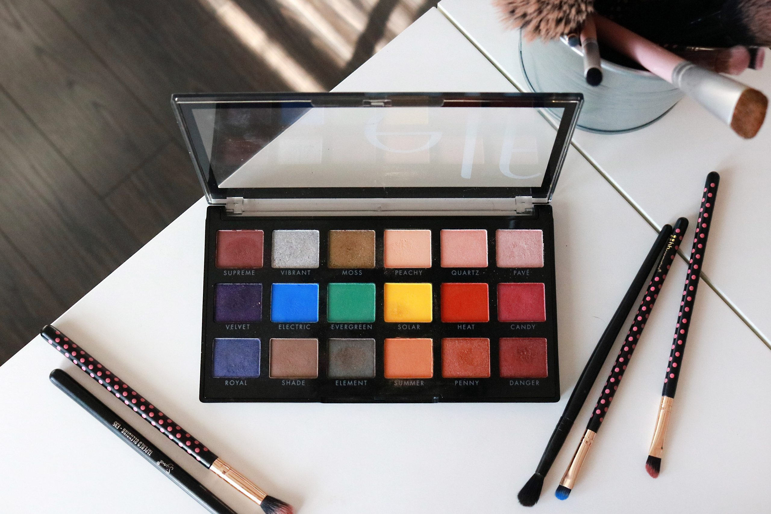 e.l.f. 18 Hit Wonders Colourful Eyeshadow Palette