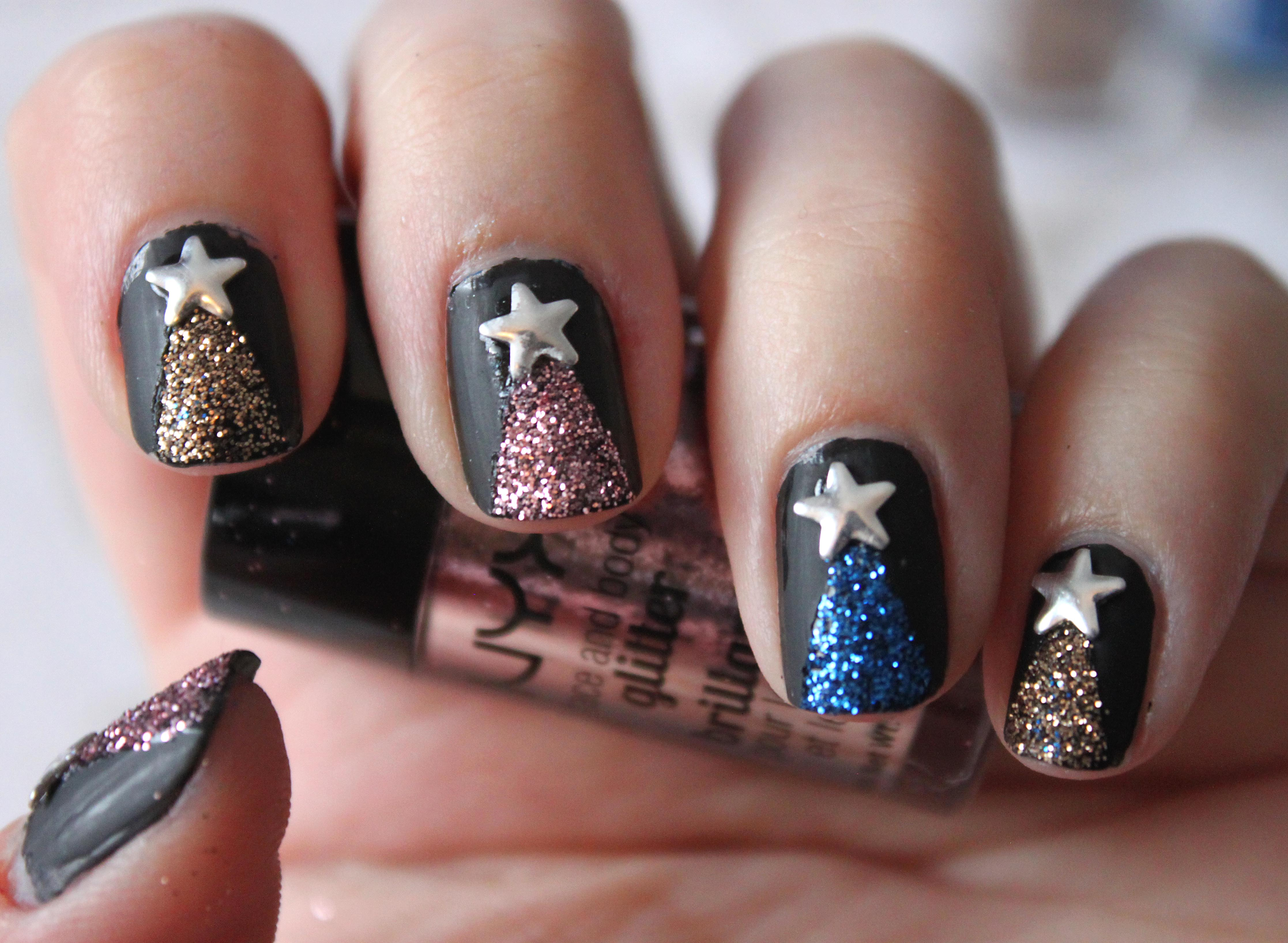 Sparkly Christmas Tree Nails